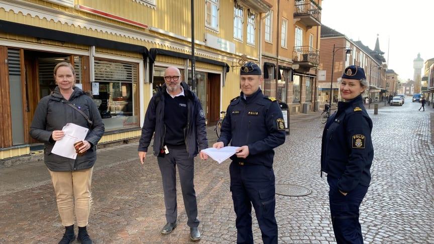 Från vänster: Kommunstyrelsens ordförande Ylva Pettersson, säkerhetssamordnare Bengt Nilsson, lokalpolisområdeschef Johan Rexhag och kommunpolis Elisabeth Oliv.