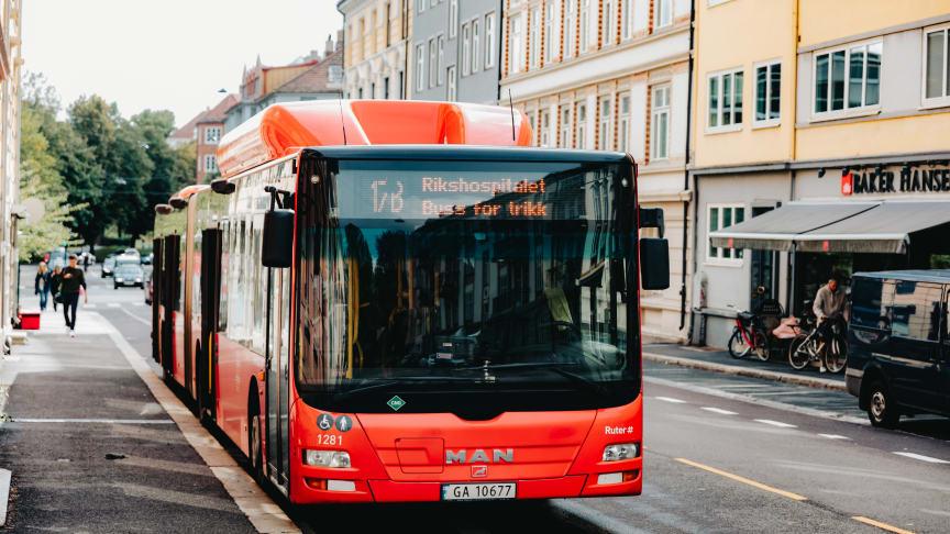 Bild: Bus mit Erdgasantrieb im städtischen Linienverkehr in Oslo © Ilja C. Hendel/Zukunft Gas