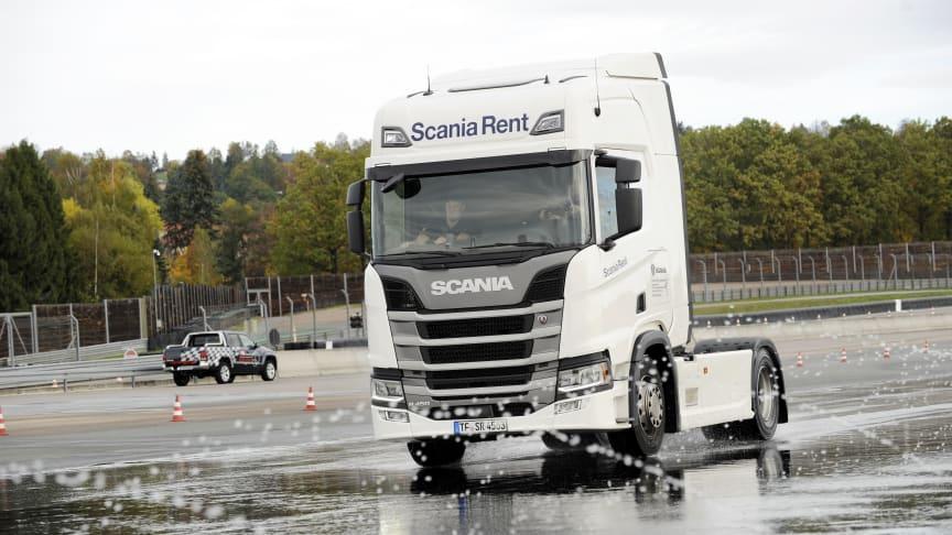 Die Spedition Spengler nutzte das Scania Fahrsicherheitstraining kurzerhand als Firmenevent.