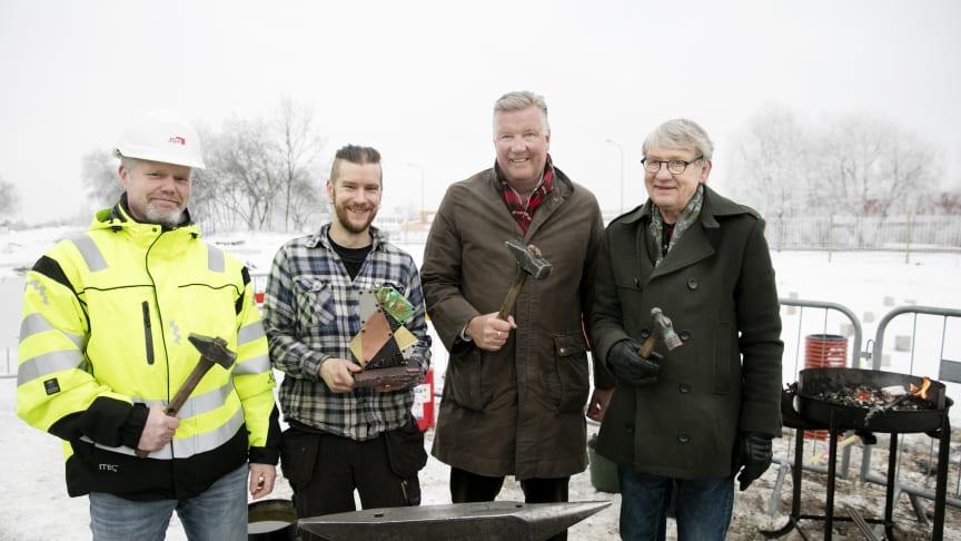 De som nitade fast symbolen för satsningen på Bäckby var Johan Persson, JSB, smeden Henke Levay, Mikael Källqvist och Lars Korkman från Mimer.