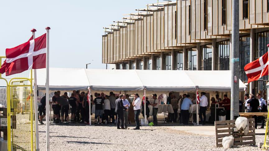 Rejsegilde på Upcycle Studios i Ørestad Syd, 20 nye rækkehuse som består af upcyclede byggematerialer, der ellers skulle have været byggeaffald.