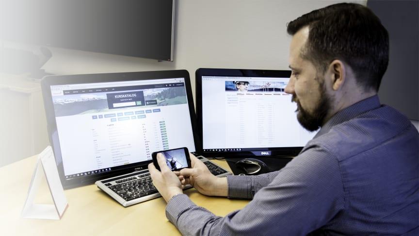 Du kan ta e-læringskurs både fra pc, nettbrett eller mobiltelefon. Akkurat når det passer deg. Foto: Trainor