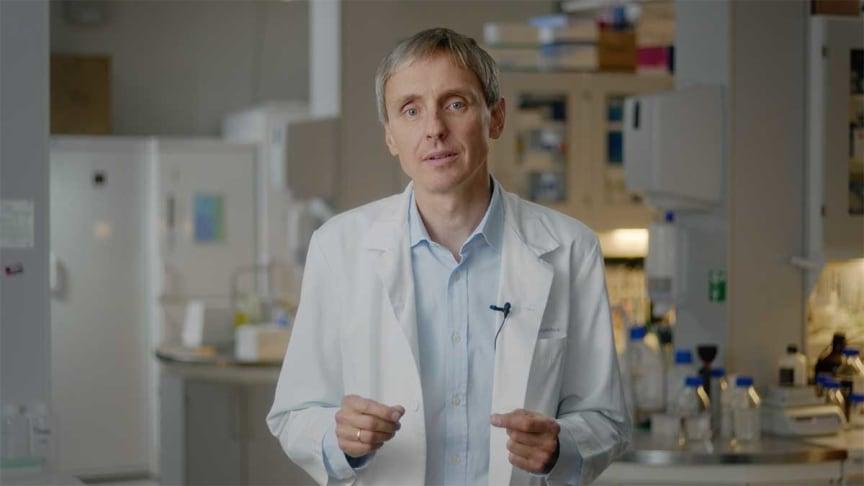 Arne Søraas, lege og forsker ved Avdeling for mikrobiologi ved Oslo universitetssykehus (OUS). Foto: Bjørn Wad