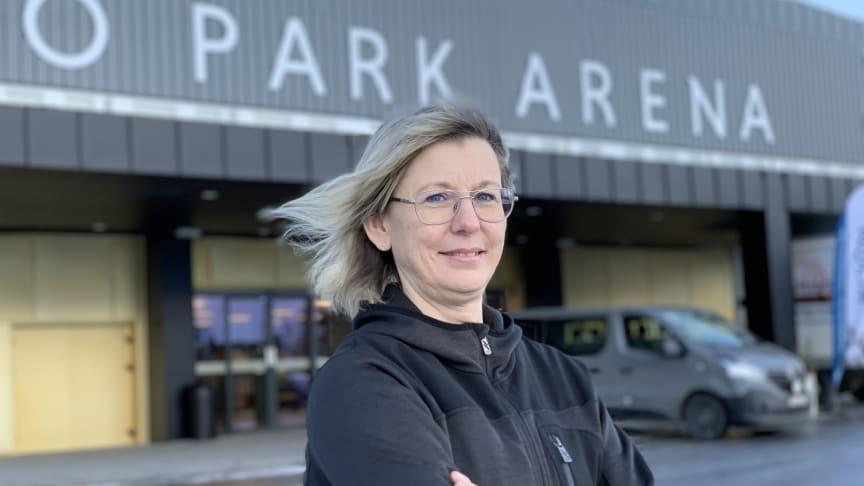 Monica Pettersson, projektledare för Nolia Karriär utanför arenan där mässan hålls i Östersund under tisdagen.