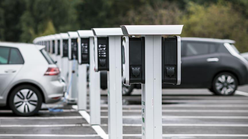 Anläggningsladdning är DEFAs nya erbjudande för bilhandlare och verkstäder.