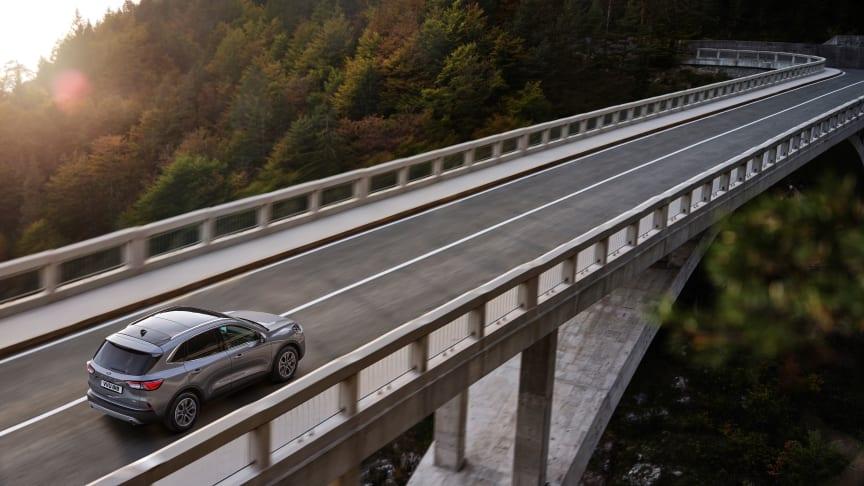 A z új Ford Kuga sokféle motort kínál, köztük plug-in hibrid technológiát is
