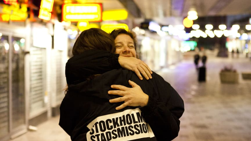 MTR och SL-resenärer skänker 180 000 kronor till Stockholms Stadsmission i jul