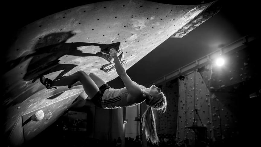 Shauna Coxsey under La Sportiva Legends Only 2015. Foto: Lars Lindwall.