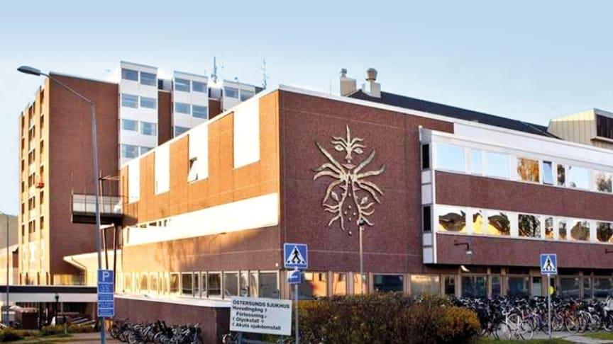 Sjukhuset skapar en helhetslösning för patientnära arbete med sammankoppling av smartphones, kallelse och patientterminaler.