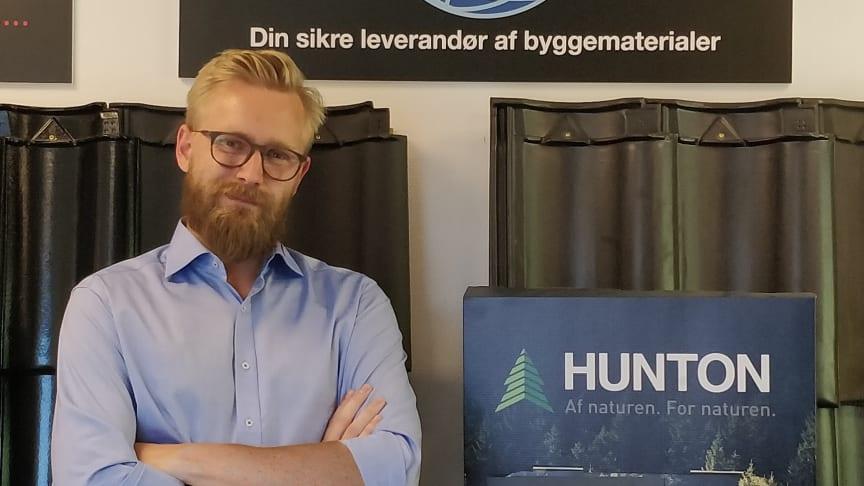 Michael Møller, der er salgstrainee i Bygma Helsingør, aflagde fagprøve om Hunton Nativo® Træfiberisolering