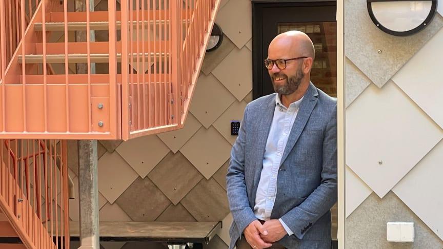 Direktør for prosjektutvikling, Per Ola Ulseth i Entra utenfor Kristian Augustgt. 13. Foto Entra