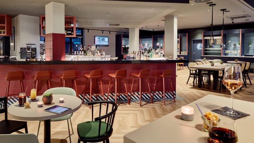 Charly's Bar & Lounge in der Hotellobby des Légère Express - Foto: FIBONA GmbH