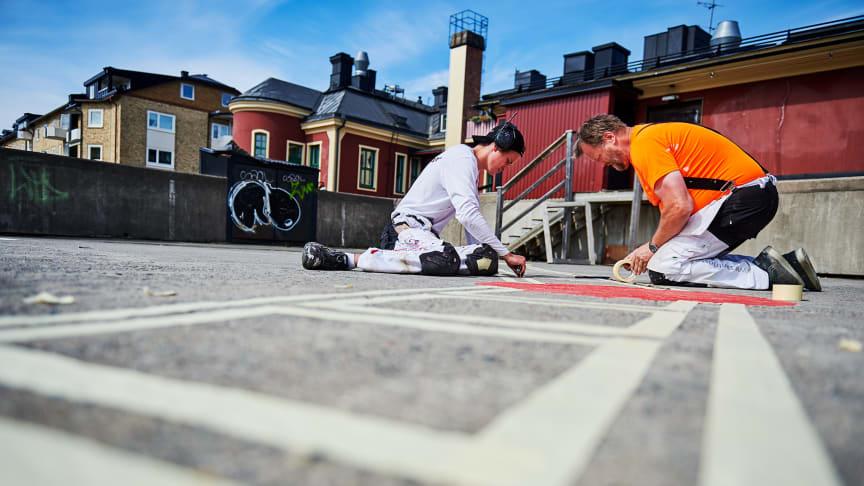 Ytan i anslutning till Stadsberget iordningställs inför sommaren. Foto: Maria Fäldt