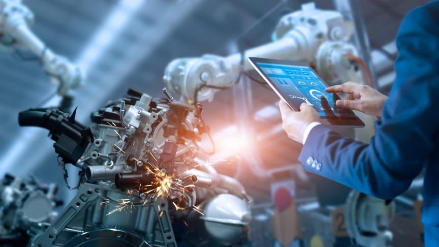 EcoStruxure™ Automation Expert -järjestelmä on maailman ensimmäinen teollisuuden automaatiojärjestelmä, jossa koodi ei ole enää rautasidonnainen.
