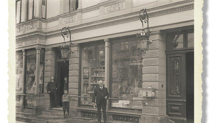 """Der """"Drogenhandel"""" Eduard Gerlachs in der Langen Straße in Lübbecke war der Ausgangspunkt für die Entwicklung hin zum führenden Fußpflege-Komplettanbieter. Bild: Eduard Gerlach GmbH"""
