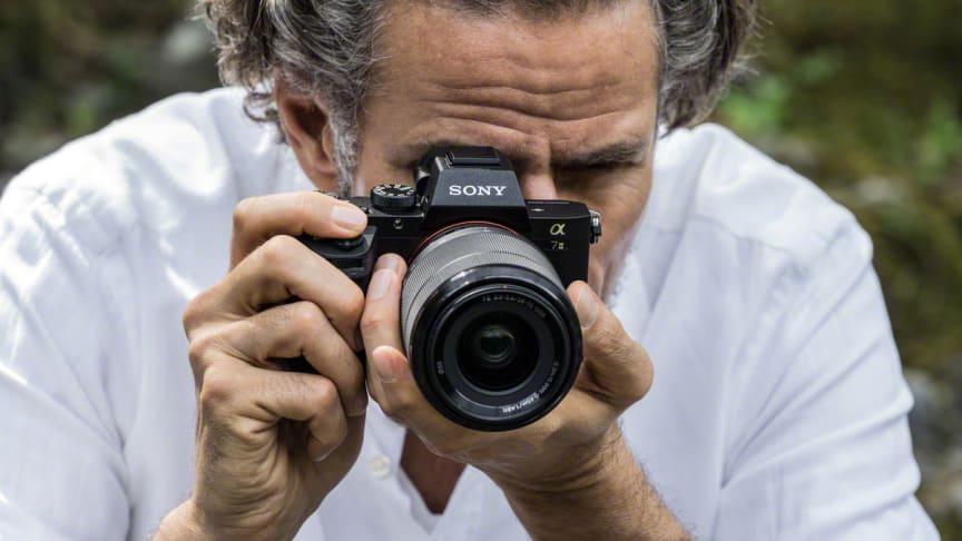 Sony introducerer verdens første full-frame-kamera med femakset billedstabilisering