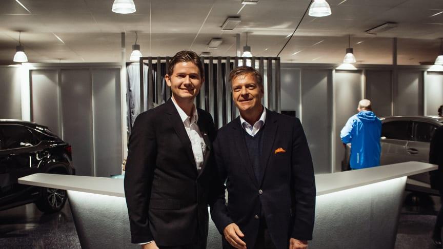 Nytt bilmerke: Christian Nordvik fra Lexus Bodø og Knut-Erik Jahnsen fra Lexus Norge. Foto: DroneNord/Nordvik.