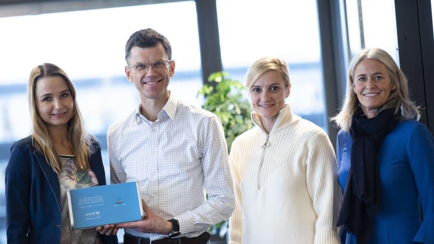 Helen Leikanger, partneransvarlig i UNICEF, Petter-Børre Furberg, administrerende direktør i Telenor Norge, Ana Brodtkorb, leder for samfunnsansvar og bærekraft i Telenor Norge og Elisabeth Biering, bærekraftsdirektør i Telenor Group.