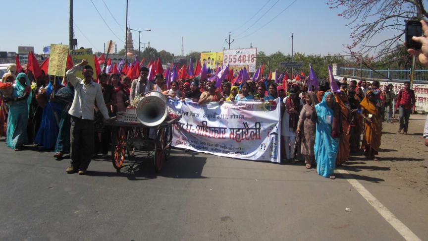 Ta makten över våldet - kvinnor världen över kräver sina rättigheter
