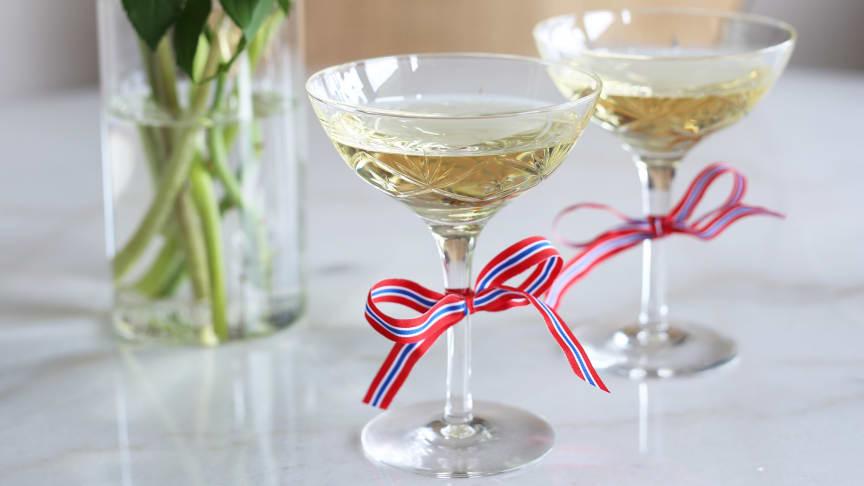 Hipp hurra for norsk design og produksjon! Nå lanseres en ny champagneskål i Finn-serien.