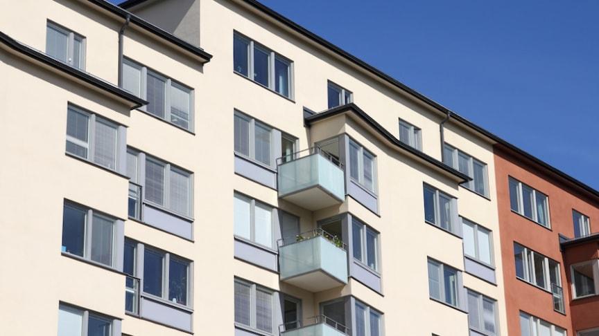 Bostadsrättspriserna steg med 1 procent i oktober, medan villapriserna förblev oförändrade.