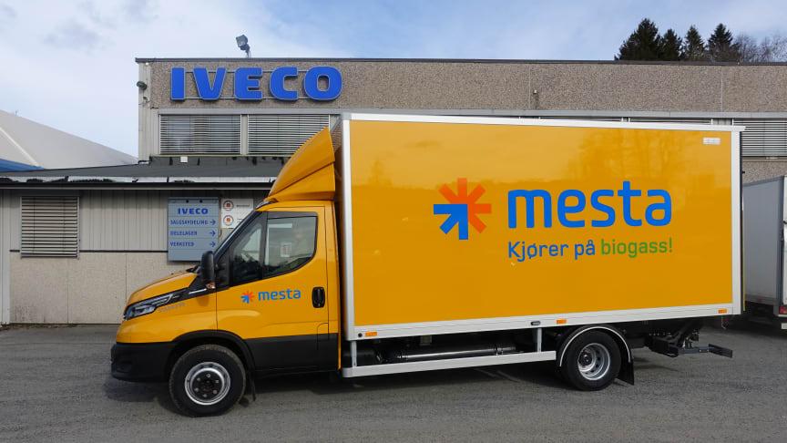 IVECO leverer første biogassbil til Mesta som sikrer en CO2-reduksjon på opp til 95 %.