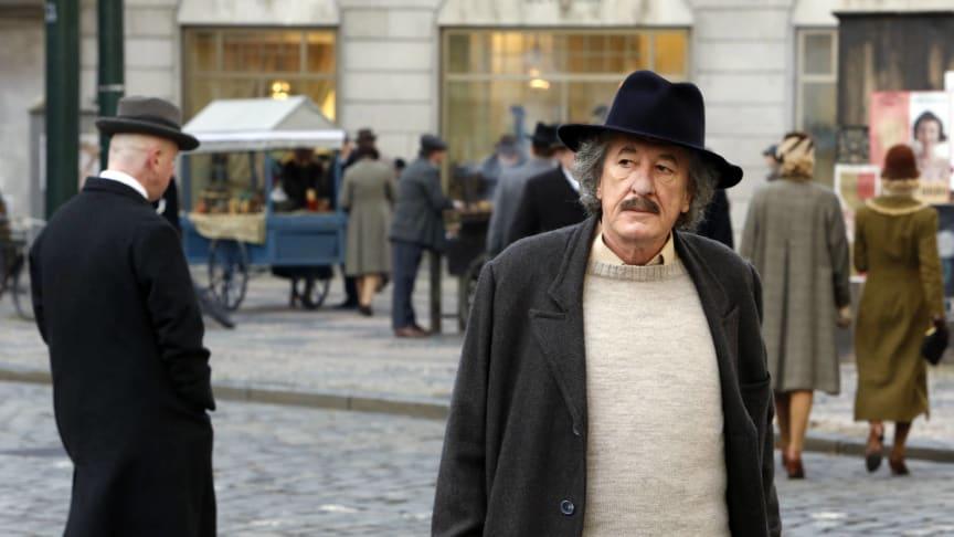 """På National Geographic och med Geoffrey Rush i huvudrollen skildras historien om hur Albert kom att bli """"Einstein""""."""