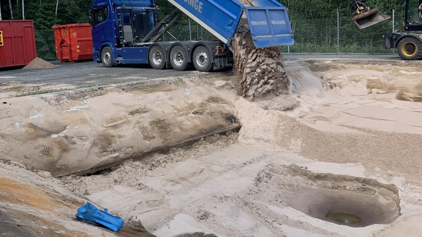 Sandbyte i en infiltrationsbädd, ett av flera reningssteg när råvatten blir till dricksvatten.