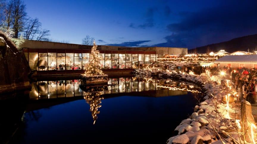 Im bayerischen Hauzenberg wird im einzigartigen Ambiente eines alten, festlich illuminierten Steinbruchs die Granitweihnacht gefeiert. (Foto: Dionys Asenkerschbaumer)