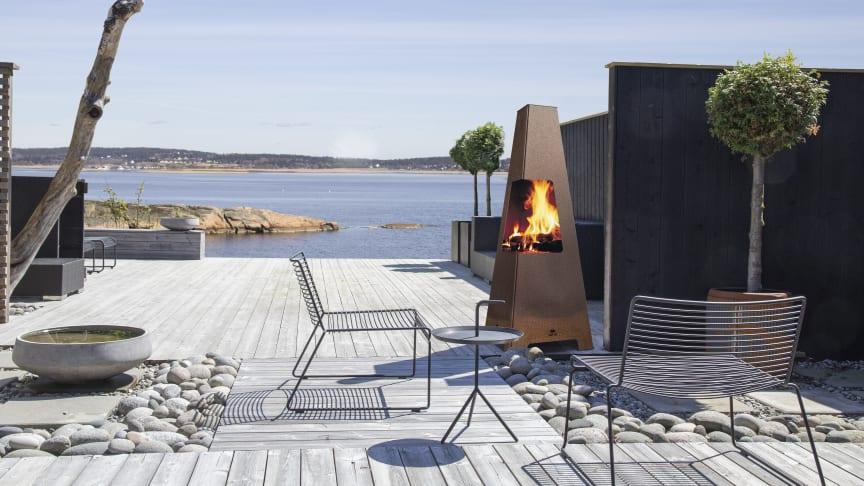 Jøtul Terrazza XL är en större modell som har upphöjd insyn till elden