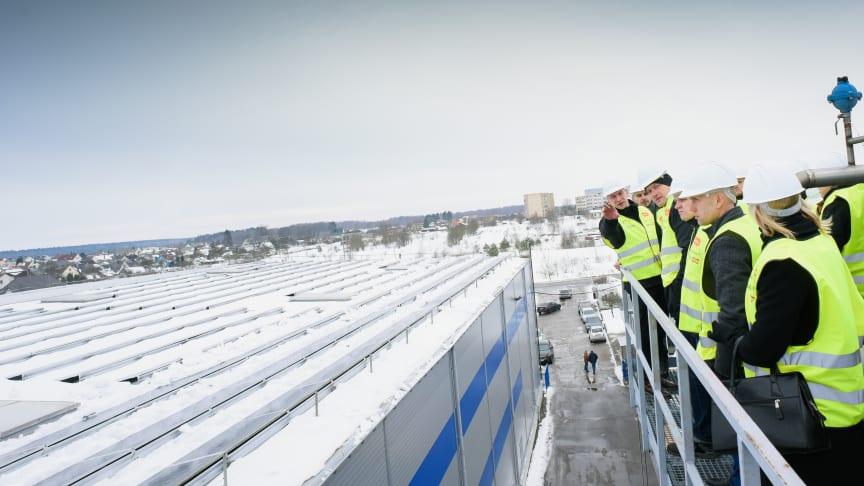 Den största fotovoltaiska installationen i Baltikum ovanpå RETAL-fabriken, Lentvaris, Litauen / Foto: Tomas Lukšys)