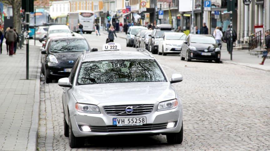 Taxi er en del av infrastrukturen. Økt moms er i strid med målene om lavere priser og mindre privatbilisme.