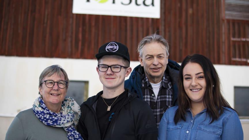 Trine Amundsen - VD Torsta AB, Daniel Rolandsson - elev inriktning lantbruk, Per-Erik Nemby - rektor JGY Torsta Naturbruksgymnasium, Marlene Arvidsson - elev inriktning skog, kommer alla delta när statsministern och landsbygdsministern besöker Torsta