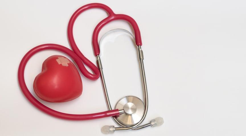 Apixaban minskar risken för stroke och stora blödningar hos patienter även hos äldre