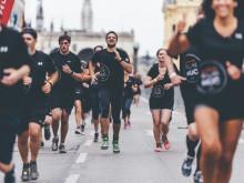 Für den SportScheck RUN wurden die Läufer mit schwarzen Shirts von Under Armour ausgestattet.