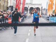 Luis Carlos Rivero (GUA) überquerte nach 01:09:11 Stunden die Ziellinie.
