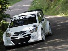 i20 WRC tester på asfalt