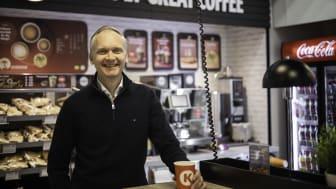 – Inget gör oss så lyckliga som när vi kan säkerställa att varje kaffeböna når koppen. Genom samarbetet med Circle K har vi hittat en lösning som ger en ny, spännande smakupplevelse, säger Martin Löfberg, Chief Purchasing Officer på Löfbergs.