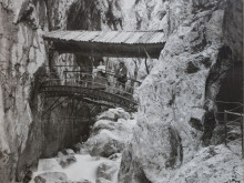Historic arch bridge in the Höllentalklamm Gorge around 1905