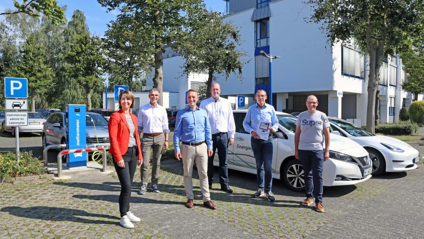 Gemeinsam für E-Mobilität: (v. l.) Stefanie Mollemeier, Daniel Utermöhle, Felix Wittpoth, Bernd Hesse (alle Mettenmeier GmbH), Mike Süggeler und Wilhelm Engemann vom Team E-Mobilität bei Westfalen Weser.