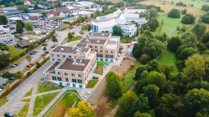 Für die Universität Witten/Herdecke realisierte ZÜBLIN Timber als Generalübernehmerin termingerecht einen schlüsselfertigen Erweiterungsbau in Holzhybrid-Bauweise. copyright: ZÜBLIN Timber GmbH / Johannes Buldmann