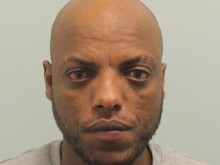 Thief who targeted distracted railway and airport passengers is jailed