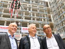 Nachhaltigkeit im Fokus: STRABAG und ZÜBLIN feiern Richtfest für das neue Konzernhaus in Stuttgart
