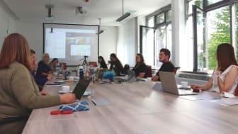 Bezüge zwischen Schul- und Hochschulmathematik sichtbar machen – Lehrende des Faches diskutieren vor Ort