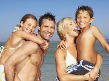 So haben Familien diesen Sommer über 500 Euro mehr in der Urlaubskasse - Mit Zug-zum-Flug-Ticket und flexibler Flughafenwahl bares Geld sparen
