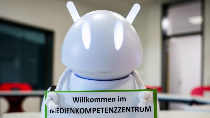 Schüler*innen programmieren Roboter selbst im Medienkompetenzzentrum Vechta