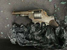 Officers find loaded sub-machine gun and revolver in abandoned car in Lambeth