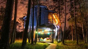 Gör boendet till en del av upplevelsen genom att övernatta mitt i Estlands vilda natur. Foto: Visit Estonia.