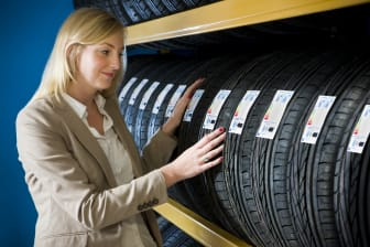 Consumer with new EU Tire Label 1222