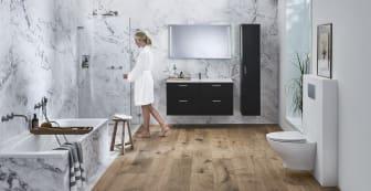 IDO Elegant -kalusteet, IDO Design -suihkuratkaisu, IDO Reflect -tasopeili, IDO Trevi -amme, IDO Glow 66 Rimfree -seinä-wc